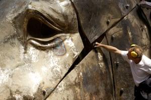 Nic Fiddian-Green putting the finishing touches to Greekhead-Artemis