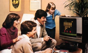 "games, video games, Atari 2600 Video Computer System, early video game, family with paddle playing ""Space Invaders"", 1978, 1970s<br>BXKX1P games, video games, Atari 2600 Video Computer System, early video game, family with paddle playing ""Space Invaders"", 1978, 1970s"