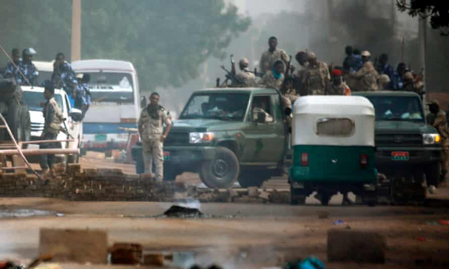 Sudan security forces are deployed around Khartoum's army headquarters on 3 June.