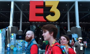 Fans on their way into the Los Angeles Convention Center for this year's E3