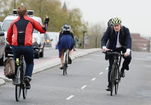 Former London mayor Boris Johnson meets one obvious dissenter as he cycles across Vauxhall Bridge.