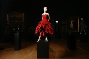 Evening dress (1949) by MolyneuxWinter silk (taffeta)