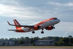 EasyJet flight EZY883 this morning from London Gatwick to Glasgow, the flight is the airline's first from the UK for 76 days, since easyJet grounded all planes on March 30th as a result of the Covid-19 pandemic.