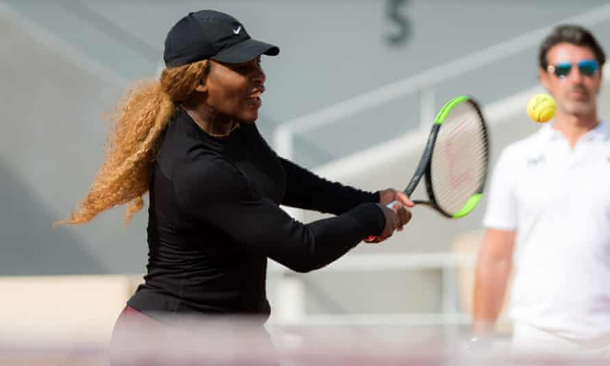 Serena Williams and coach Patrick Mouratoglou practice at Roland Garros on Friday.