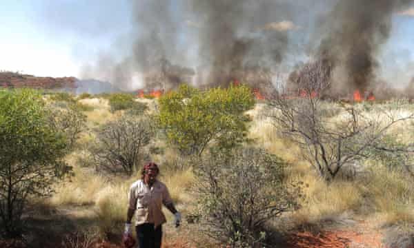 A Jigalong ranger carries out controlled burning of bushland in WA