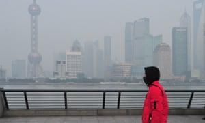Smog trên Thượng Hải vào tháng Giêng năm nay khi chỉ số chất lượng không khí đạt 235 và chính quyền đã ban hành một 'cảnh báo màu vàng'.