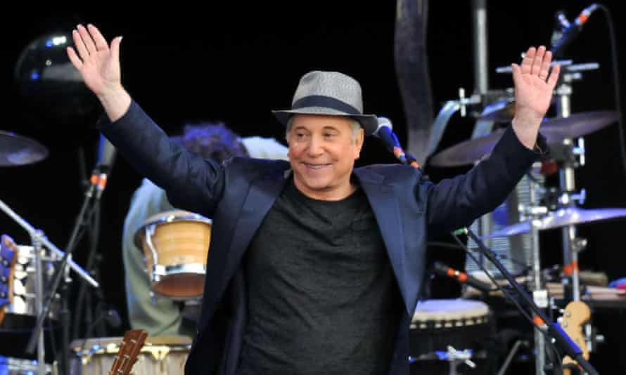Hard Rock Calling 2012 Day 3LONDON, ENGLAND - JULY 15: Paul Simon performs the album 'Graceland' live on stage during the third day of Hard Rock Calling at Hyde Park on July 15, 2012 in London, England. (Photo by Jim Dyson/Getty Images)