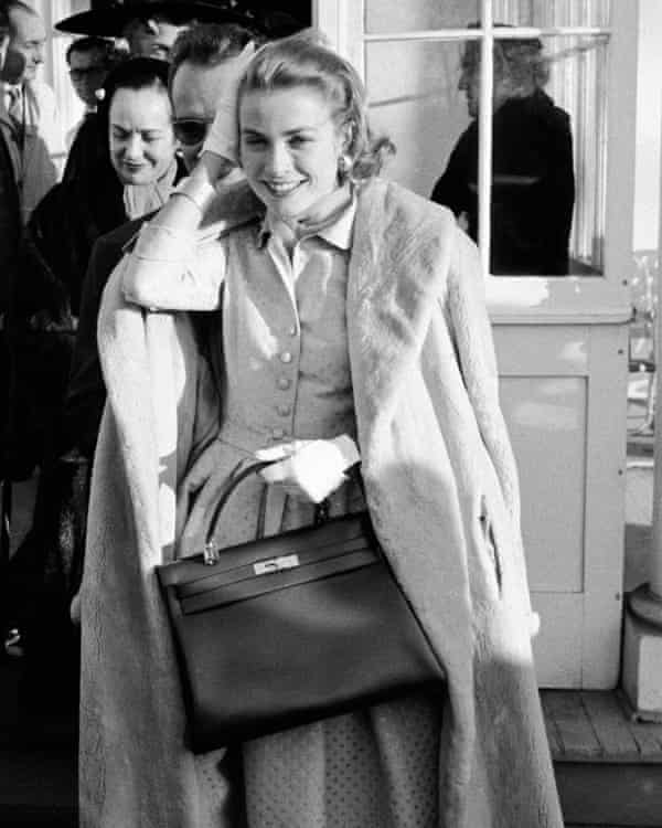 Hollywood star Grace Kelly photographed in 1956 carrying a Hermes handbag.