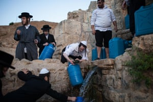 Collecting water from the Ein-Walaje spring