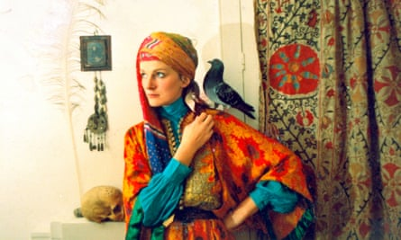 Amanda Feilding with Birdie, a pigeon she raised and kept for 15 years, London, 1971.