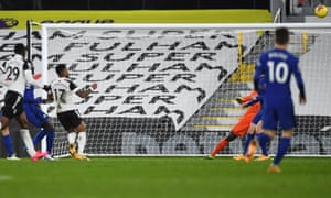Ivan Cavaleiro of Fulham takes a shot that misses.