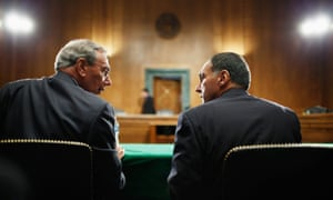 Harvey Miller, business finance and restructuring partner at Weil, Gotshal & Manges, LLP, talks with Lehman Brothers' former chairman and CEO Richard Fuld before the two men testify about the roots and causes of the 2008 financial and banking meltdown, on 1 September 2010 in Washington DC.