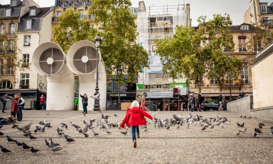 Chasing pigeons at Pompidou Centre
