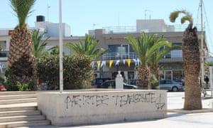Anti-fascist graffiti in Nea Alikarnassos.