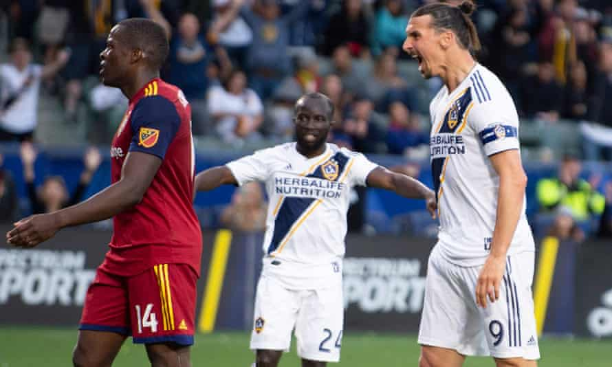 Zlatan Ibrahimovic celebrates in front of Nedum Onuoha after scoring the winner for Galaxy on Sunday