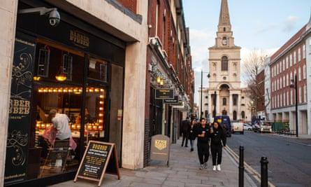 High End Shops on Brushfield Street, part of the Spitalfields Market looking toward Spitalfields Church. The Spitalfields area of London in the East End.