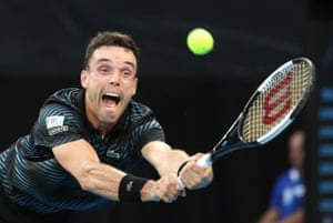 Agut breaks Murray in the fifth game of the second set before consolidating easily. The second set is a write-off for the Scot. It's 6-4, 6-4