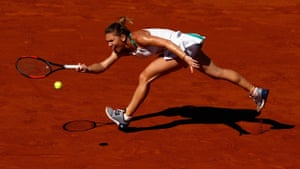 Simona Halep stretches for a forehand as she struggles in the third set.