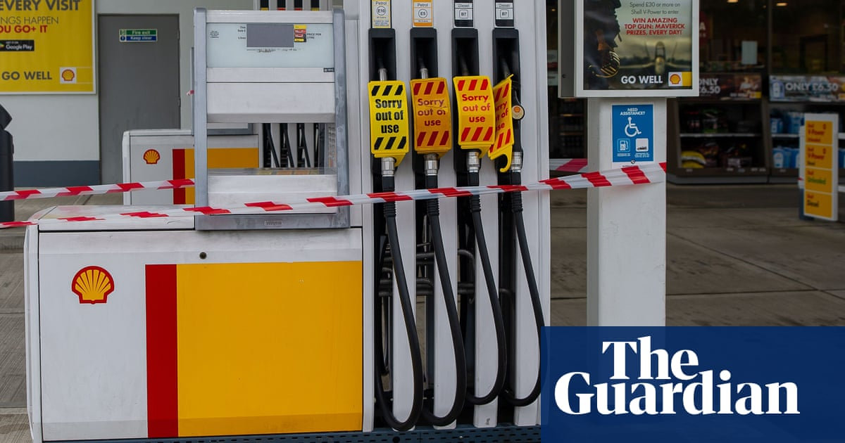 Petrol retailers call for inquiry into fuel crisis as problems continue