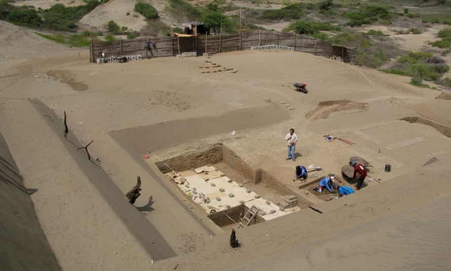 Archaeologists work at Chotuna-Chornancap site.