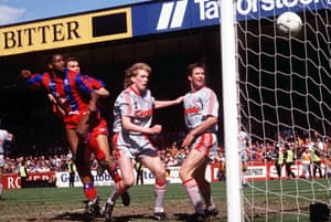 Andy Gray beats Steve Staunton and Whelan to head Palace's third goal.