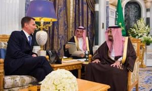 Foreign secretary Jeremy Hunt with Saudi King Salman (R) in Riyadh.