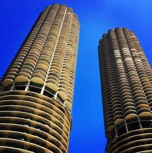 Marina City, Chicago - beautiful corncobsBuilt in 1962 and designed by the brilliant Bertrand Goldberg, these stunning twin towers soar above the Chicago river, bursting through the 80s glass and metal buildings around them. Concrete can be beautiful!