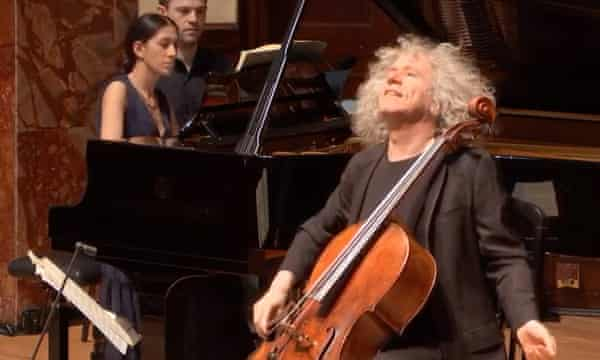 Steven Isserlis performing at the Wigmore Hall in June 2o20 (with Mishka Rushdie Momen at the piano)