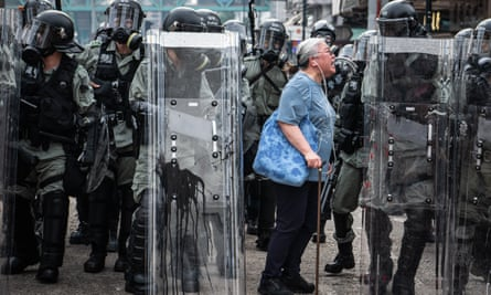 A woman shouts at police officers as they advance towards protesters in the Hong Kong district of Yuen Long on 27 July, 2019. Pro-democracy protests have continued on the streets of Hong Kong