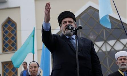 Refat Chubarov addresses a rally in Simferopol in 2014.
