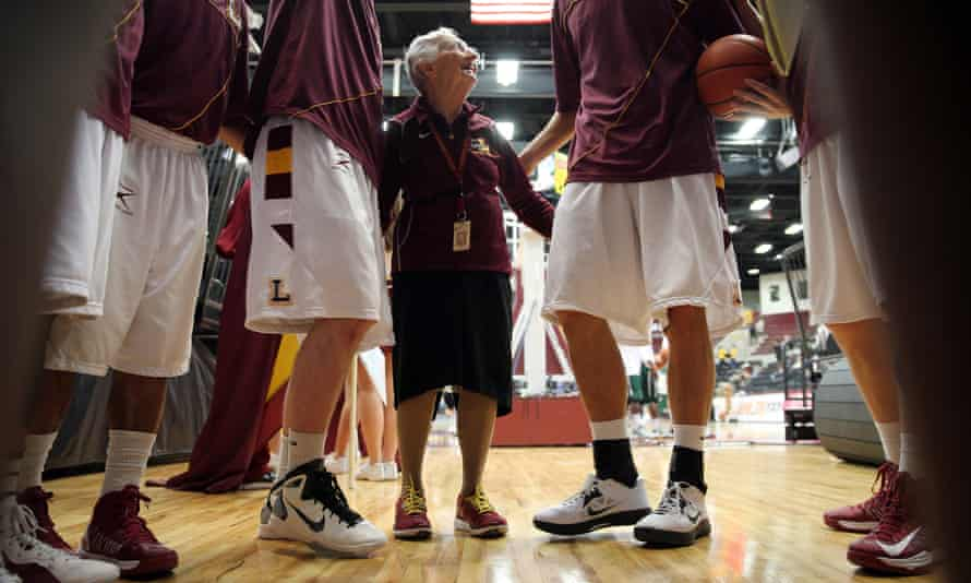 Sister Jean Dolores Schmidt gives Loyola Chicago a teamtalk before a game in 2013