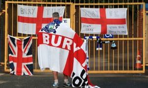 Steve Dale ซื้อ Bury ในราคา 1 ปอนด์ในเดือนธันวาคมโดยไม่ต้องแจ้ง EFL ล่วงหน้าพร้อมหลักฐานว่าเขามีเงินเพื่อดำเนินกิจการสโมสร