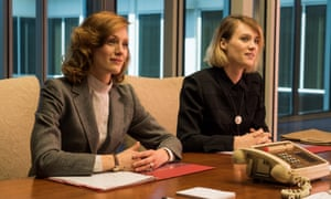 Kerry Bishe as Donna Clark and Mackenzie Davis as Cameron Howe in season three, episode two.