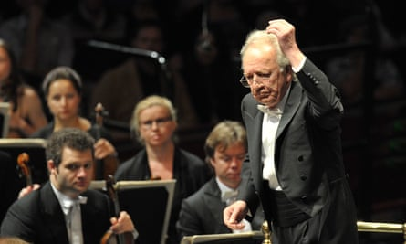 Yuri Temirkanov conducts the St Petersburg Philharmonic Orchestra at Prom 71.