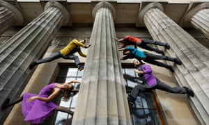 The company took Cirkopolis to the Edinburgh festival in 2017, where Murdo Macleod snapped them sandwiched between the pillars of the Scottish National Gallery.