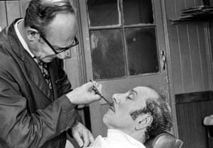 Lew Lessen, barber shop, 1977