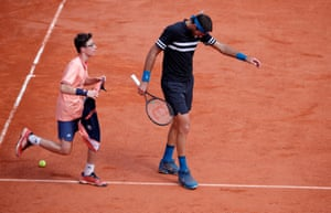 Del Potro struggles with an injury during the semi-final.