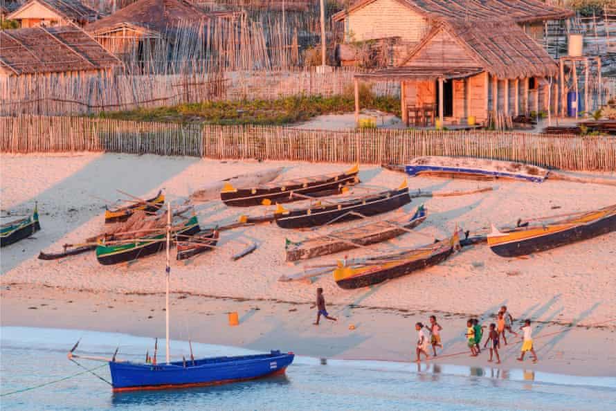Vezo fishermen, Andavadoaka village, Ifaty Bay, Ranobe lagoon, south western Madagascar