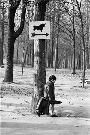 Casa de Campo, Madrid, 1959 'Masats was determined to interpret the tourist cliches from a local vantage point. Silent irony to counter the censors.'