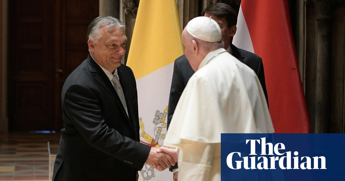 Pope urges Hungary to 'extend its arms to everyone' in veiled Orbán critique