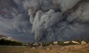 A massive smoke plume, powered by strong winds, rises above the the Woolsey fire on 9 November 2018 in Malibu, California.