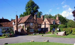 Large houses in the countryside are selling the quickest, Zoopla reports.