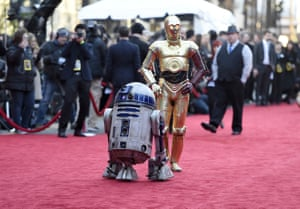 Star Wars characters R2-D2 and C-3PO opt for an au naturel look.