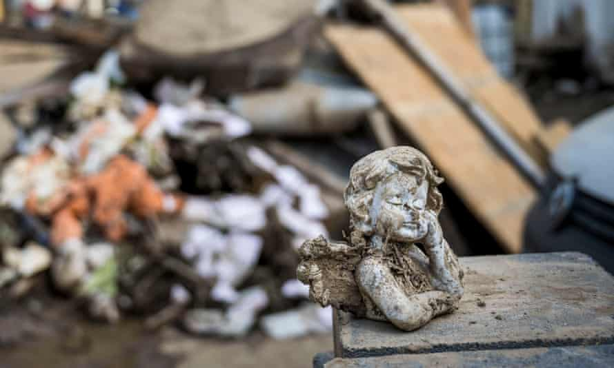 A statuette in the middle of ruin