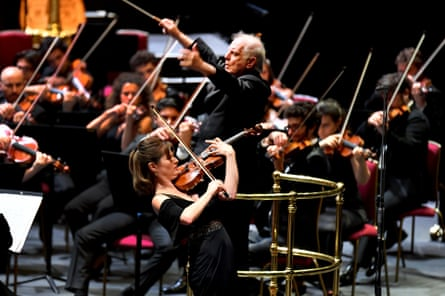Daniel Barenboim and the West-Eastern Divan Orchestra return to the BBC Proms with Lisa Batiashvili performing Tchaikovsky's Violin Concerto.