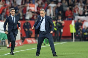 Joaquín Caparrós on the pitch after the game.