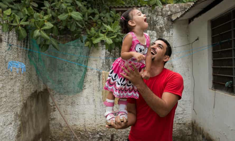 A father whose daughter was born with microcephaly in Recife