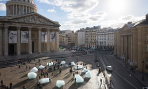 Ice Watch by Olafur Eliasson and Minik Rosing, Place du Panthéon, Paris, 2015.
