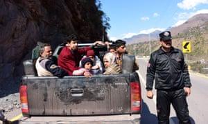 Kashmiri residents evacuate