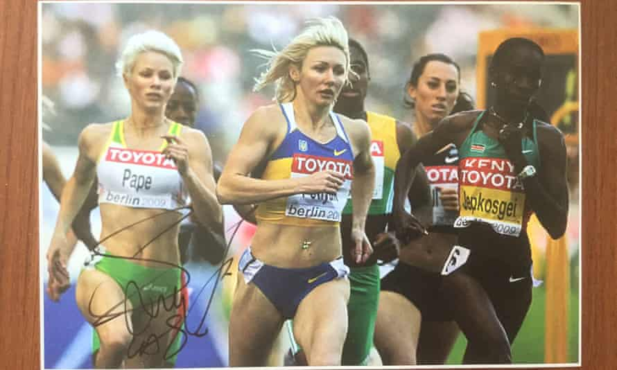 Madeleine Pape competing with Caster Semenya at the 2009 World Athletics Championships in Berlin